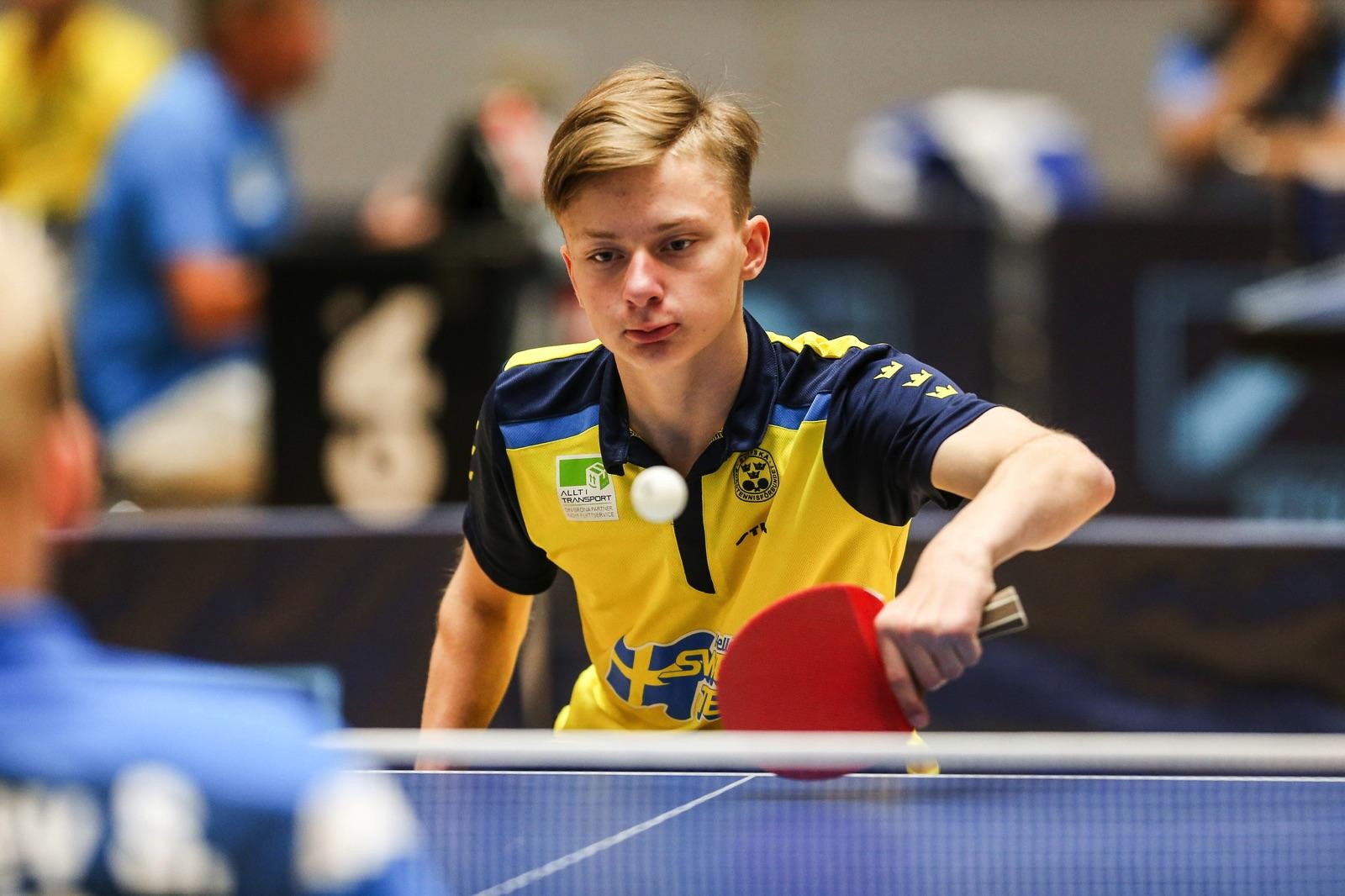 15-årige Isak Nyholm är yngst i den svenska truppen som tagits ut till Para-EM i bordtennis.