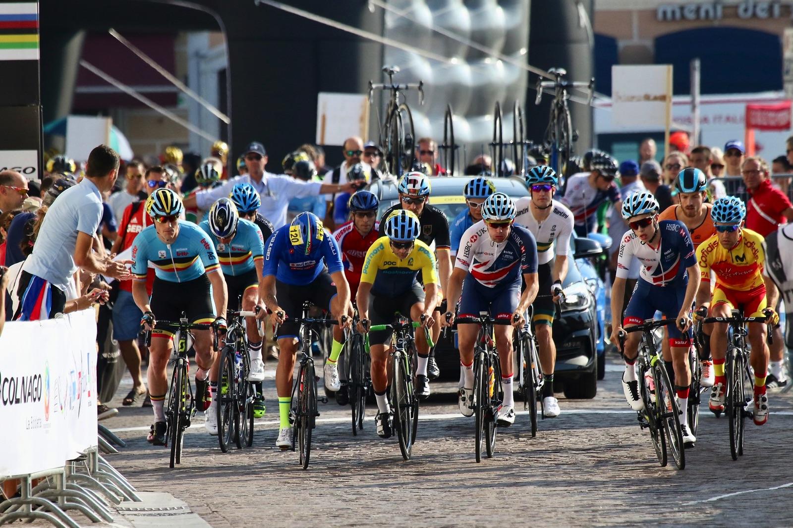 Viktiga UCI-poäng står på spel under världscupen i paracykel i Emmen, Nederländerna.